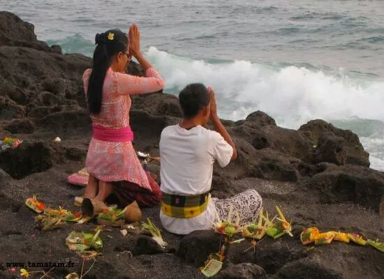 bali beach praying